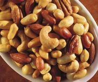 Cancer du côlon : manger des noix améliore la survie