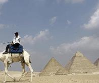 Des pyramides égyptiennes découvertes depuis l'espace