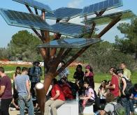 Inauguration du premier -arbre solaire- urbain