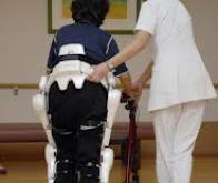 Japon : le robot HAL au service des personnes à mobilité réduite