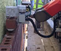 Le robot-maçon Yhinova construit ses premiers murs