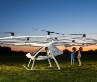 Le robot taxi aérien « Volocopter » prend son envol !