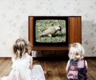 Les enfants regardent trop la télévision