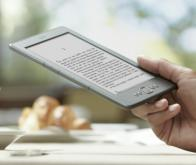 Livre électronique: Amazon veut s'imposer en France avec son Kindle