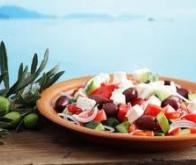 Pour rester mince: plutôt des noix, du poisson et des yaourts que de la viande et des sucres...