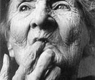 Pourquoi la maladie d'Alzheimer touche-t-elle plus les femmes que les hommes ?