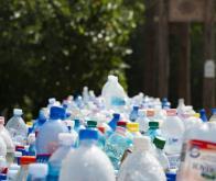 Recycler les déchets plastiques vers le stockage durable de l'énergie