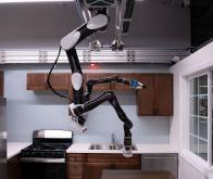 Toyota présente un robot suspendu au plafond pour aider les personnes âgées