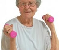Une activité physique légère réduit de 42 % le risque cardiovasculaire chez les femmes âgées