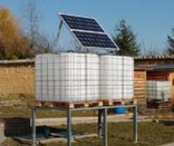 Une pompe à eau fonctionnant à l'énergie solaire pour les agriculteurs