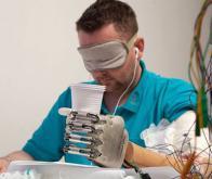 Une prothèse qui fait passer le sens du toucher