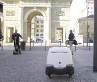 YAPE, un robot de livraison qui se déverrouille grâce à la reconnaissance faciale