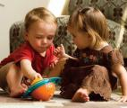 Les enfants partagent quand ils collaborent, mais pas les chimpanzés