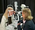Une australienne aveugle récupère en partie la vue grâce à un œil bionique